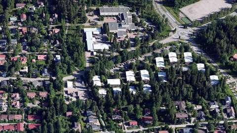 Skogsfågelstråkets område på ett flygfoto. I området finns småhus och mycket trädbestånd.