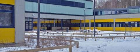 Espoonlahden koulun koulurakennus.