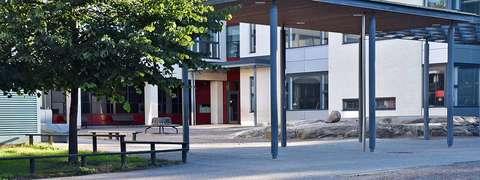 Westendinpuiston koulun koulurakennus.