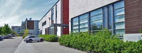 Järvenperän koulun koulurakennus.