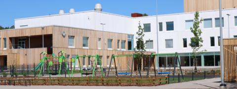 Leppävaaran koulun koulurakennus.