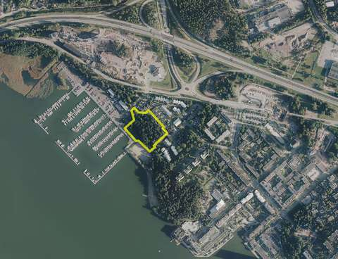 Ilmakuvassa on Marinpuiston sijainti merkitty kartalle keltaisella viivalla.