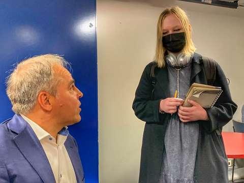 Elli Perttilä haastattelee Mika Malirantaa